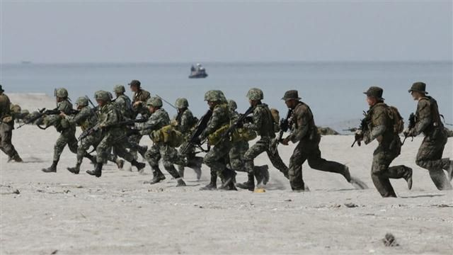 News video: U.S., Philippine Navies Train Amid China Tensions
